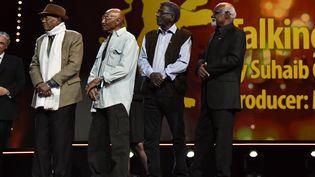 """De gauche à droite, Altayeb Mahdi, Ibrahim Shadad, Suleiman Mohamed Ibrahim etManar Al Hilo, les protagonistes du documentaire """"Talking about Trees"""" sur scène lors de la cérémonie de remise de prix de la 69e édition de la Berlinale, à Berlin (Allemangne), le 16 février 2019.   (JOHN MACDOUGALL / AFP)"""