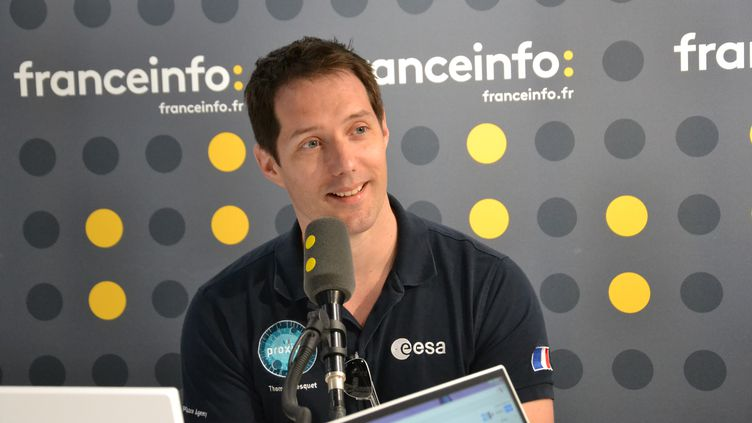 Thomas Pesquet dans le studio de franceinfo, vendredi 23 juin 2017. (franceinfo junior / E. Faure)