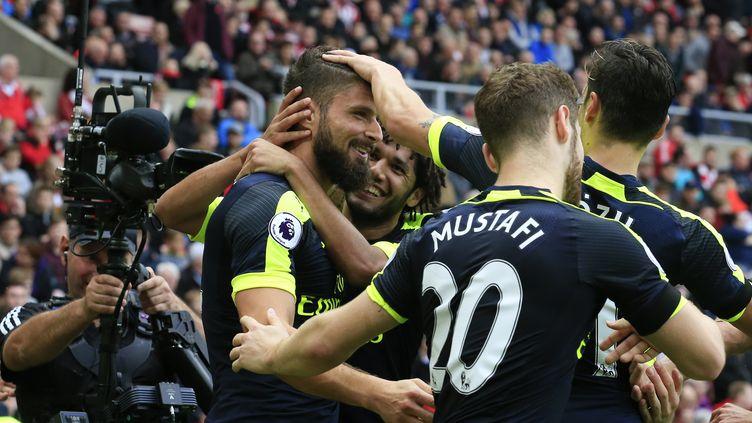 La joie des joueurs d'Arsenal après le but d'Olivier Giroud (LINDSEY PARNABY / AFP)