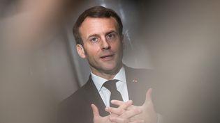 Emmanuel Macron à Saint-Barthélémy d'Anjou (Maine-et-Loire), le 31 mars 2020. (LOIC VENANCE / AFP)