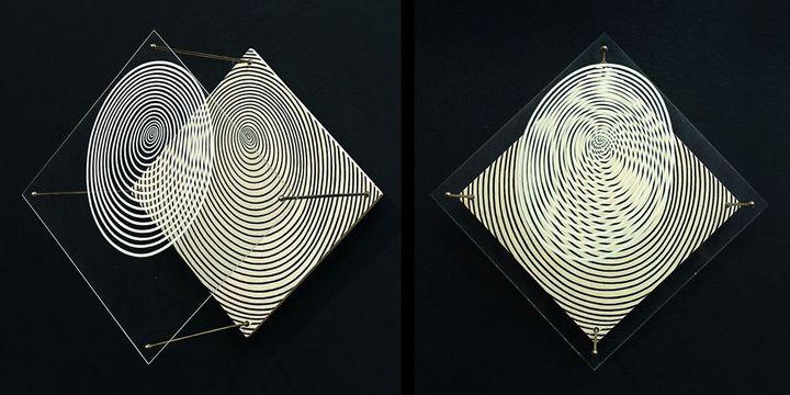 Jesùs Rafael Soto, Spirale, 1955, peinture sur bois et sur plexiglas (vue de face et de côté), dation 2011, Centre Pompidou MNAM-CCI / Georges Merguerditchian / Dist. RMN-GP  (Adagp, Paris 2013)