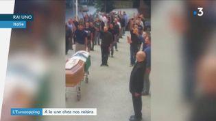 Des fascistes rassemblés lors des obsèques de l'un des leurs en Italie (France 3)