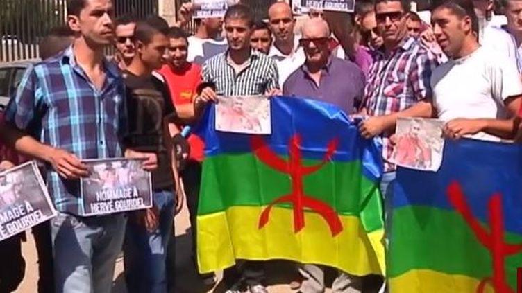 Capture d'écran - A Tizi Ouzou des Algériens se sont réunis en hommage à Hervé Gourdel, assassiné par un groupe jihadiste algérien, le 25 septembre 2014 ( FRANCE 2)
