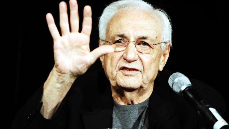 High Five ! L'architecte américain Frank Gehry, ici en décembre 2010, a été choisi par Facebook pour dessiner l'extension de ses bureaux à Palo Alto (Californie). (RENEE NOWYTARGER / NEWSPI / REX / SIPA)