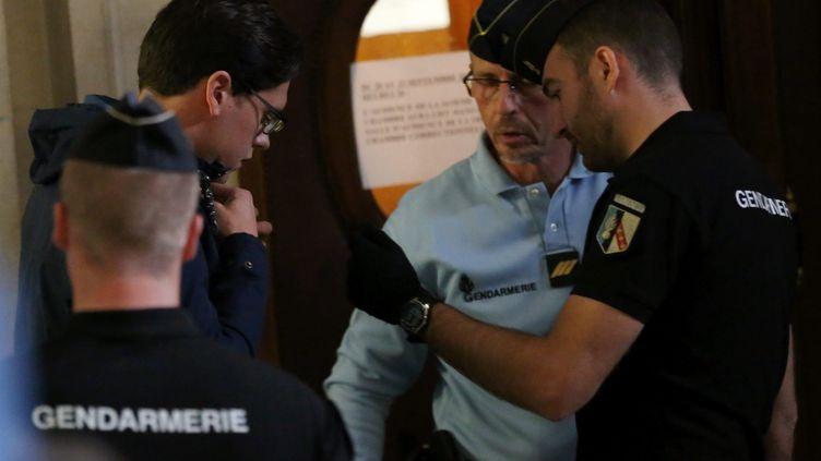 Antonin Bernanos, jugé pour avoir attaqué une voiture de police, arrive au tribunal de Paris, le 20 septembre 2017. (MAXPPP)