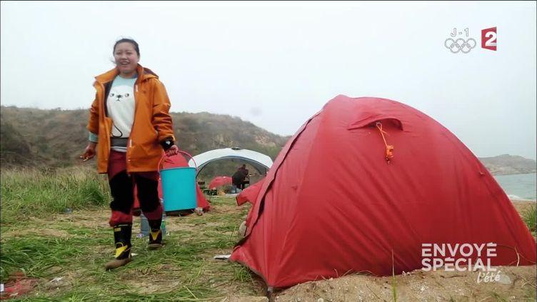 Quand les Chinois découvrent les joies du camping (FRANCE 2 / FRANCETV INFO)
