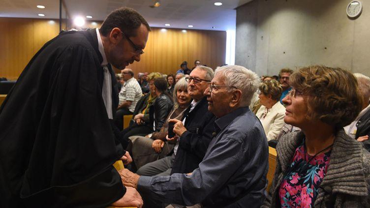 (Jean Mercier avec son avocat Mickael Boulay pendant l'audience à Saint-Etienne © MaxPPP)
