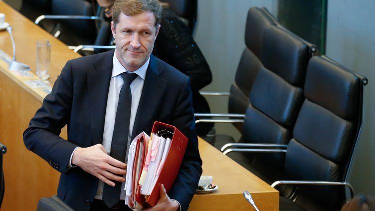 Le chef du gouvernement de Wallonie, Paul Magnette, à la fin d'une séance plénière au parlement, à Namur, le 28 octobre 2016. (BRUNO FAHY / BELGA MAG / AFP)