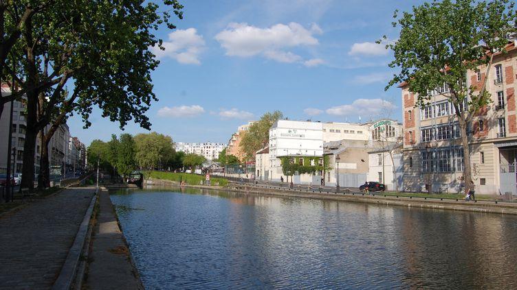 Le canal Saint-Martin à Paris,un lieu de sociabilisation traditionnellement prisé des Parisiens (photo d'illustration). (CLÉMENCE GOURDON NEGRINI / RADIO FRANCE)