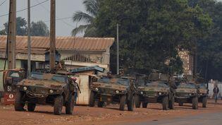 Les soldats français de l'opération Sangaris patrouillent dans Bangui (Centrafrique), le 26 décembre 2013. (MIGUEL MEDINA / AFP)