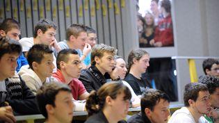 Des étudiants dans unamphithéâtre de l'université de Savoie, à Annecy-le-Vieux (Savoie). (Photo d'illustration) (JEAN-PIERRE CLATOT / AFP)