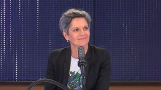 """Sandrine Rousseau,candidate à la primaire d'Europe Ecologie-Les Verts en vue de la présidentielle était l'invitée du """"8h30 franceinfo"""", vendredi 30 juillet 2021. Elle répondait aux questions de Marie Bernardeau et Jean-Jérôme Bertholus. (FRANCEINFO / RADIOFRANCE)"""