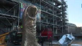 Une sculpture de César devant le Centre Pompidou qui organise une rétrospective (France 3)