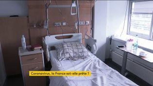 Un lit d'hôpital spécial pour les patients atteints par le Covid-19 (FRANCEINFO)