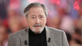 """Victor Lanoux, à l'occasion de l'enregistrement de l'émission """"Vivement Dimanche """" sur France 2, le 13 novembre 2014. (MAXPPP)"""