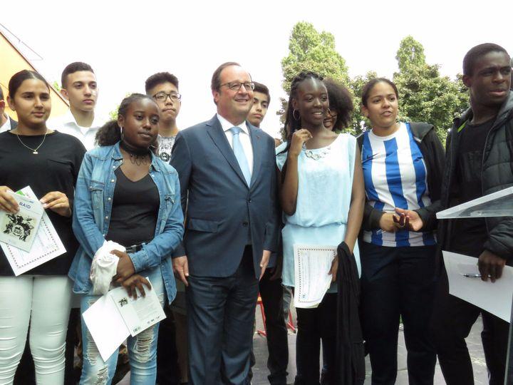 L'ancien président François Hollande participe à une remise de diplômes au collège Jean-Vilar de Grigny (Essonne), le 27 juin 2017. (MAXPPP)
