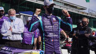 Romain Grosjean après avoir décroché la pole position du Grand Prix d'Indianapolis d'IndyCar, vendredi 14 mai. (MICHAEL CONROY / AP)