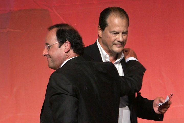 Jean-Christophe Cambadélis, salué par François Hollande, alors premier secrétaire du PS, le 2 septembre 2007 à La Rochelle (Charente-Maritime). (PIERRE ANDRIEU / AFP)