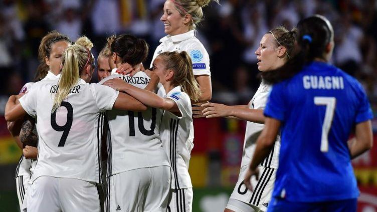 Euro 2017 : la joie des Allemandes qui s'imposent contre l'Italie (2-1) (TOBIAS SCHWARZ / AFP)