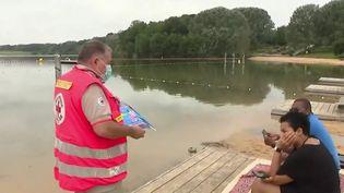 Seine-et-Marne : se faire vacciner contre le Covid-19 en base de loisirs (France 2)