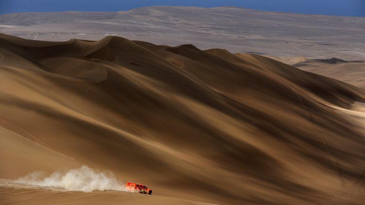 Le coureur américain Robby Gordon pendant la 10e étape du Dakar 2012. (JEROME PREVOST / AFP)