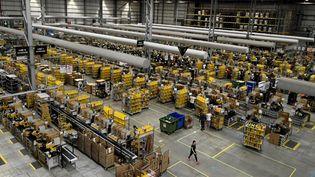 Un centre de distribution Amazon à Peterborough, en Angleterre, le 27novembre 2019. (DANIEL LEAL-OLIVAS / AFP)
