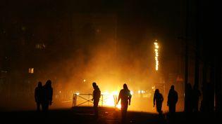 A Villiers-le-Bel (Val-d'Oise) le 26 novembre 2007, lors des émeutes entre jeunes et policiers après la mort de deux adolescents. (OLIVIER LABAN-MATTEI/AFP)