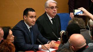 L'ex-collaborateur de l'Elysée Alexandre Benalla lors de sa seconde audition par la commission d'enquête du Sénat, au côté du sénateur Jean-Pierre Sueur, le 21 janvier 2019. (ALAIN JOCARD / AFP)