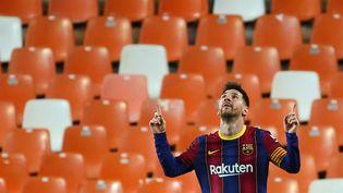 Lionel Messi sous le maillot du FC Barcelone, au stade Mestalla de Valence, le 2 mai 2021. (JOSE JORDAN / AFP)