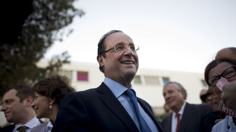 Le candidat socialiste à la présidentielle François Hollande, le 24 janvier 2012 àLa Seyne-sur-Mer (Var). (FRED DUFOUR / AFP)