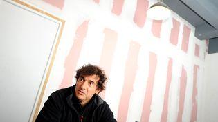"""Albert Dupontel présente son film """"Neuf mois ferme"""", le 7 octobre 2013 à Lille. (MAX ROSEREAU / MAXPPP)"""