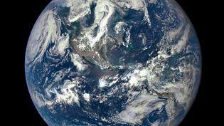 La Nasa a dévoilé, lundi 20 juillet 2015 , la première photo complète de notre planète depuis 43 ans. (NASA / AFP)