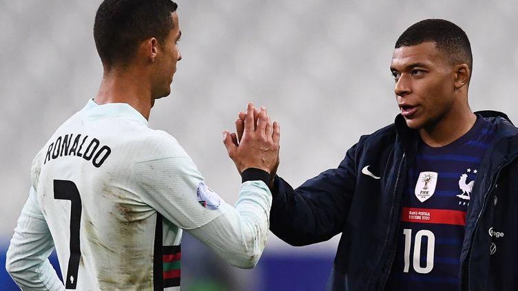 Cristiano Ronaldo et Kylian Mbappé après France-Portugal, le dimanche 11 octobre 2020 (FRANCK FIFE / AFP)