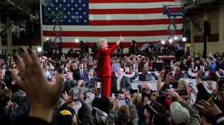 """A Cleveland, lundi, Hillary Clinton a dénoncé le danger représenté, selon elle, par un Donald Trumpqui pourrait """"appuyer sur le bouton"""" nucléaire (BRIAN SNYDER / REUTERS / X90051)"""