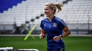 Ada Hegerberg a repris l'entraînement collectif avec l'Olympique Lyonnais, lundi 20 septembre 2021.  (JEFF PACHOUD / AFP)