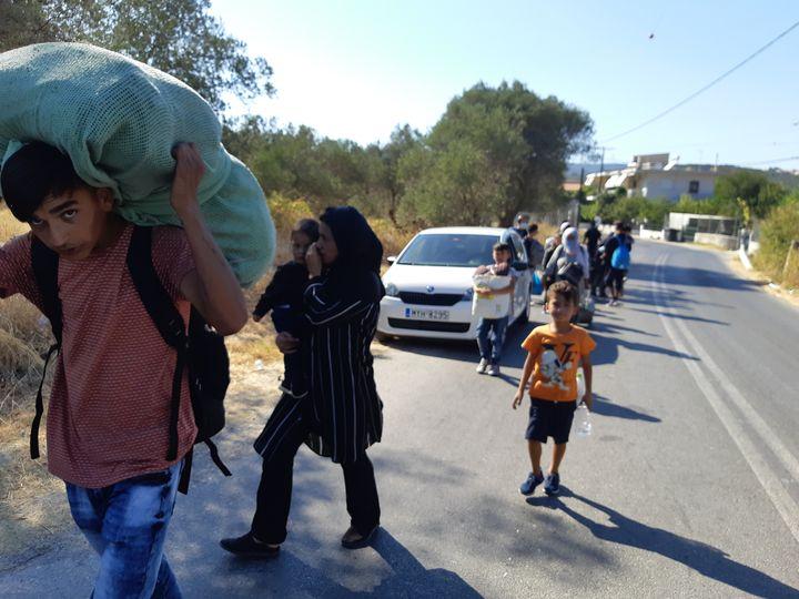 L'exode desmigrants du camps de Moria sur l'île grecque de Lesbos, le jeudi 10 septembre 2020. (MARIE PIERRE VEROT / RADIO FRANCE)