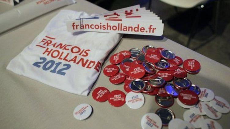 """Les """"Goodies"""" à l'entrée du meeting d'Hollande au Bourget (THOMAS COEX / AFP)"""
