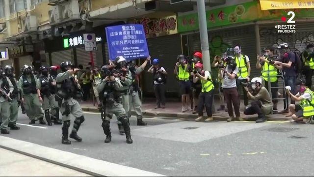 L'actualité mondiale du dimanche 24 mai : violences à Hong Kong, procès du Premier ministre israélien et incendie aux Etats-Unis