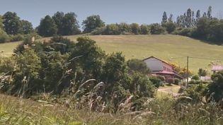 Après deux mois confinés chez eux, de nombreux citadins veulent déménager. Exemple à Brie, en Ariège. (France 3)