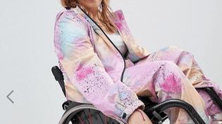 L'athlète paralympique Chloé Ball-Hopkins dans la combinaison conçue avec la marque britannique Asos. (ASOS)