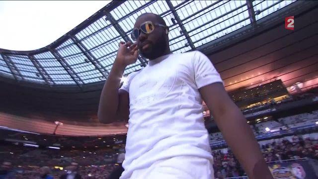 VIDEO. Maître Gims hué par le public pendant la finale de la Coupe de la Ligue