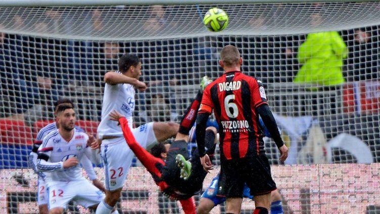 A Lyon, Carlos Eduardo a ouvert le score pour Nice d'un superbe ciseau.