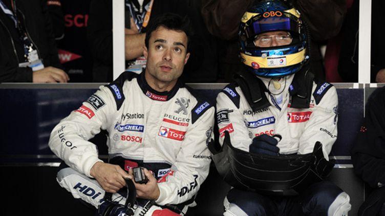 Pedro Lamy et Sébastien Bourdais dans le stand Peugeot