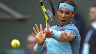 Rafael Nadal lors de son second tour de Roland-Garros 2016, face à l'Argentin Facundo Bagnis, le 26 mai 2016. (MARTIN BUREAU / AFP)