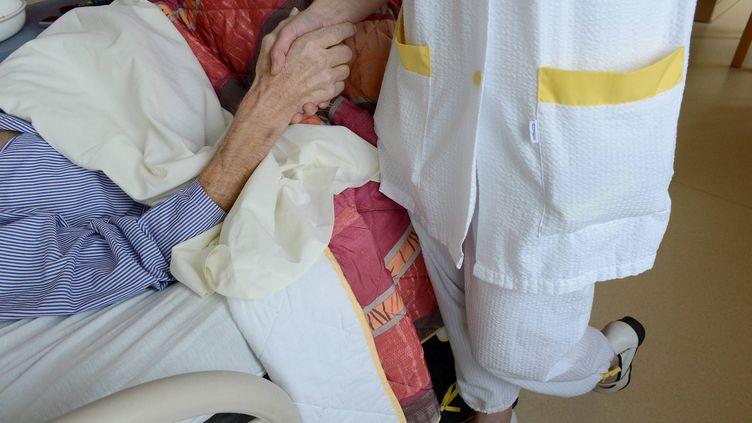 Dans une unité de soins palliatifs, au sein de la clinique Saint-Laurent,à Saint-Grégoire (Ille-et-Vilaine), le 18 décembre 2012. (MAXPPP)