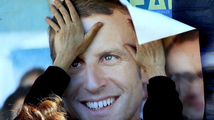 Au premier tour, Emmanuel Macron est arrivé en tête avec 24,01% des suffrages, devant Marine Le Pen à 21,3%. (BOB EDME/AP/SIPA / AP)
