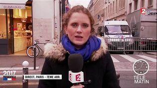 Caroline Motte, envoyée spéciale de France 2 devant le domicile d'Emmanuel Macron. (FRANCE 2)