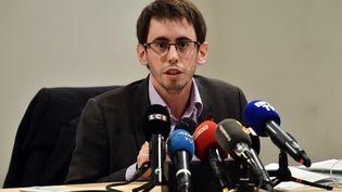 Quentin Guillemain, président d'une association de victimes du lait infantile Lactalis, s'exprime lors d'une conférence de presse, le 12 janvier 2018, à Paris. (CHRISTOPHE SIMON / AFP)