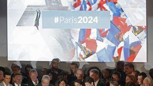 Athlètes et élus officialisent lacandidature de Paris aux Jeux olympiques de 2024, mardi 23 juin 2015. (CHRISTIAN HARTMANN / REUTERS )