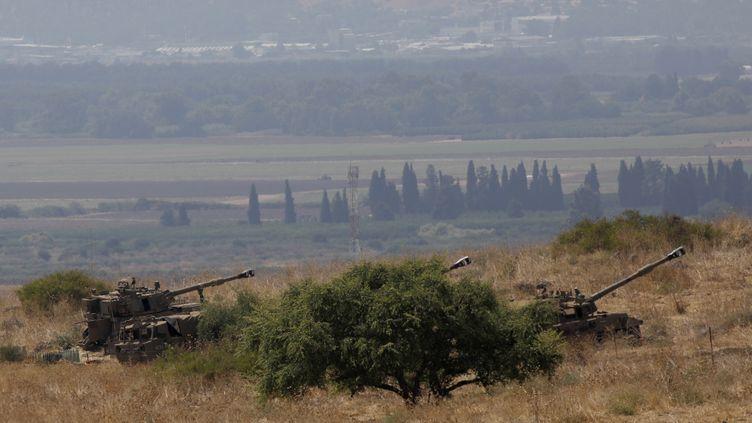 Des pièces d'artillerie israéliennes à la frontière avec le Liban, le 1er septembre 2019 à Kiryat Shmona (Israël). (JALAA MAREY / AFP)